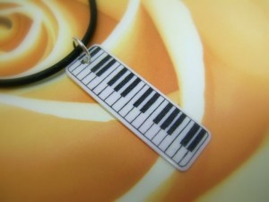 Linda Layden scrimshaw of a keyboard on a piano key