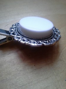 side view of corian cab in antique barrette setting showing the thickness.
